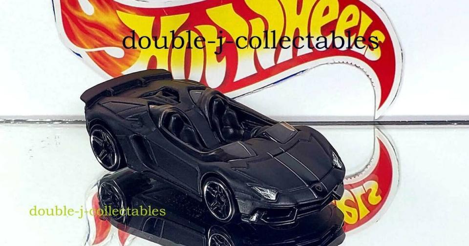 Dois carros exclusivos dos packs da Hot Wheels