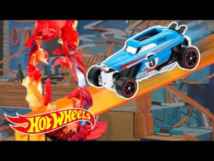 Looping Through a 700ft Hot Wheels Maze | Hot Wheels Unlimited: Track Only Edition | Hot Wheels