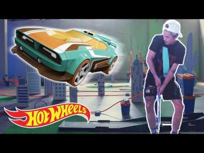 Zipping Through the Mini-Golf Course | Hot Wheels Unlimited: Track Builder Edition | Hot Wheels