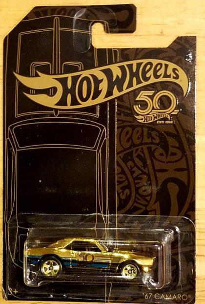 Versão dourada do Camaro da série de 50 anos da Hot Wheels
