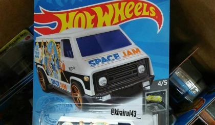 Uma van do filme Space Jam e mais novidades em breve